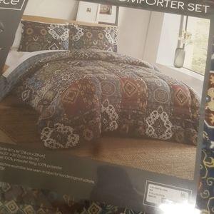 Comforter full/queen REVERSIBLE w/2 shams NWT